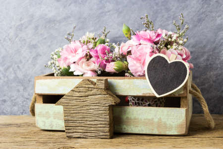 mariage: Pink carnation flowers in crate with blank wood heart