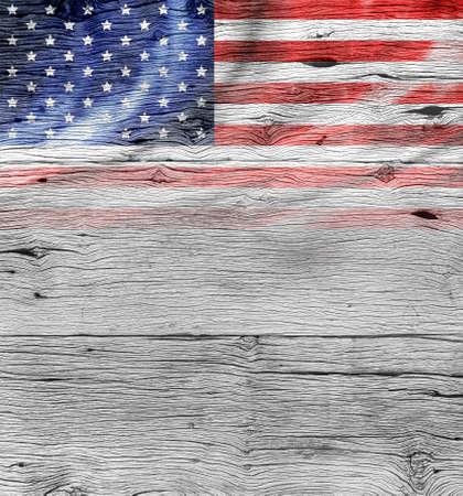 오래 된 나무 배경에 미국 국기