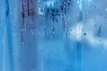 Drops of condensed steam on a transparent surface of glass or plastic. Texture of water Foto de archivo - 94228443