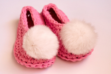 Pink women's slippers. Comfortable shoes for girls at home Foto de archivo