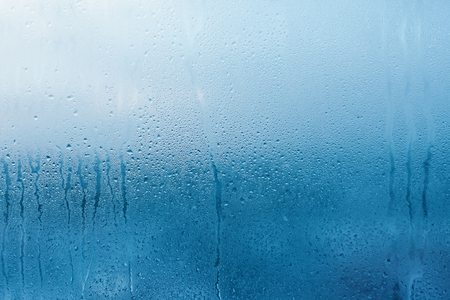 Condensation on the clear glass window. Water drops. Rain. Abstract background texture 免版税图像