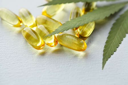 Cannabis CBD Tablets, Hemp CBD Oil Gelatin Capsules, Edible Organic Food Supplements 免版税图像