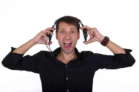 música a todo volumen en los auriculares