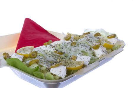 queso blanco: porci�n de ensalada con queso blanco, cebolla, lim�n, aceitunas y eneldo