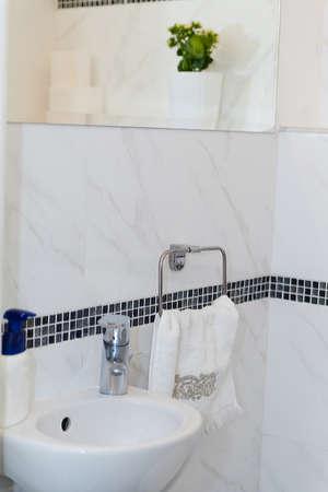 Wundervoll #52934518   Hotel Badezimmer: Waschbecken, Tippen, Handtücher Und Badezimmer  Set. Moderne Badezimmer Interior Design In Licht Helle Farben Mit  Waschbecken ...