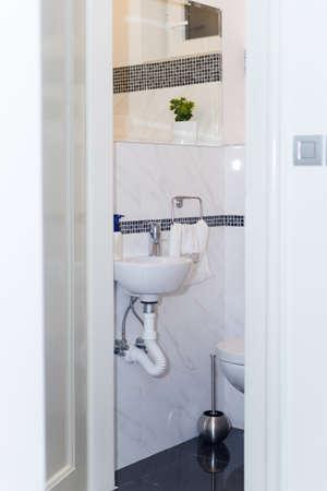 #52934528   Hotel Badezimmer: Waschbecken, Wasserhahn, Handtücher Und  Badezimmer Set. Modernes Badezimmer Innenarchitektur In Den Hellen Hellen  Farben Mit ...