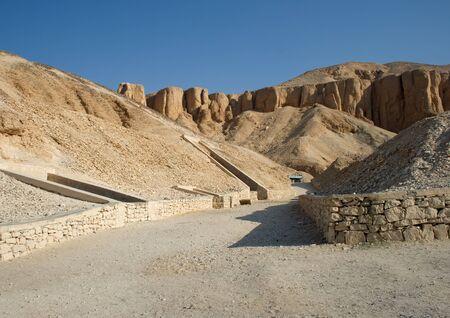 tumbas: entradas tumba en el valle de los Reyes, Egipto Foto de archivo