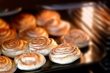 delicious cinnamon rolls baking in the hot oven Stok Fotoğraf