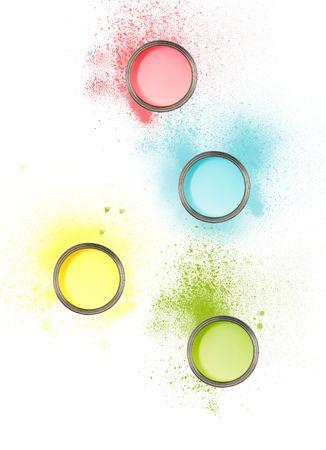 塗料 sploshes で別の色でペンキの缶