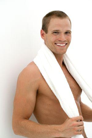 トレーニングの後タオルで幸せの笑みを浮かべて男 写真素材