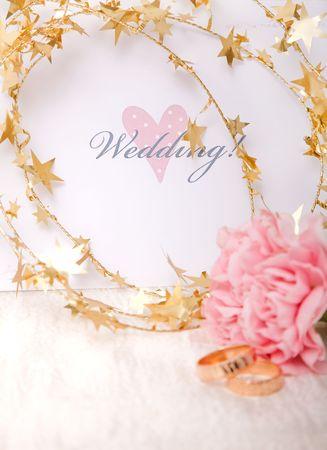 ゴールド リボンとリング結婚式招待状 写真素材