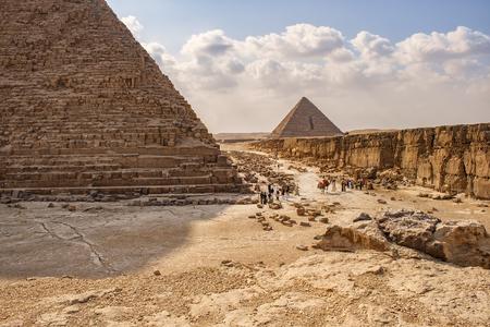 chephren: Image of the pyramids of Giza in Cairo, Egypt.