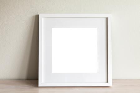 Foto von Mock-up-Szene mit weißen quadratischen Rahmen. Standard-Bild