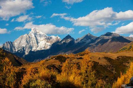 Cztery dziewczyny góra jesień Siguniang