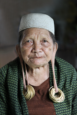 Tribal woman in Asia. Dayak from Borneo Éditoriale