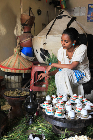 woman at a traditional coffee ceremony in Ethiopia Éditoriale