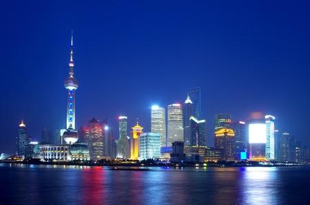 中國上海的天際線夜2012