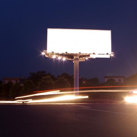 馬路邊的廣告牌 版權商用圖片