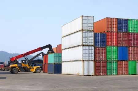 export and import: Contenedores y apiladores Foto de archivo