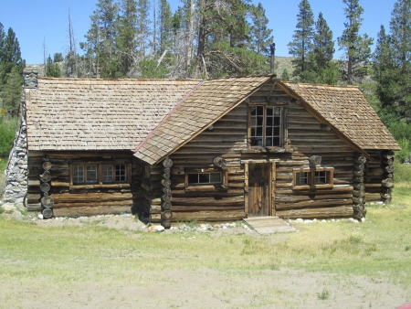 mammoth lakes: Log Cabin, Mammoth Lakes, California, vintage cabin Stock Photo