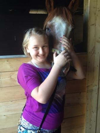 Liefde van een meisje en een paard Stockfoto