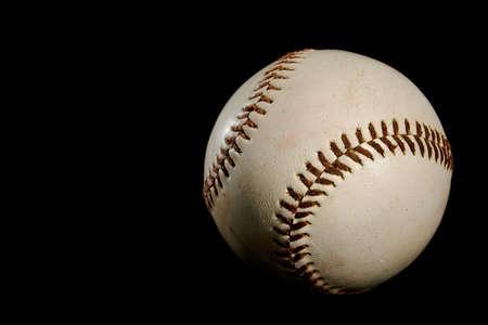 pelota beisbol: Una pelota de b�isbol sobre fondo negro