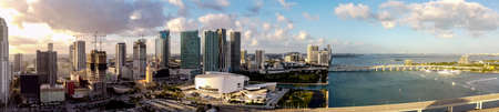 Aerial panorama Downtown Miami sunset scene on the bay Foto de archivo