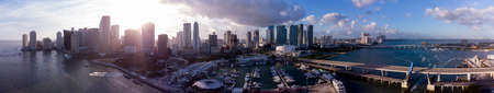 Panorama Miami sunset over Downtown Bayside Hardrock Cafe Foto de archivo