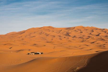 Sand dunes of Erg Chebbi in Sahara on a sunny day Archivio Fotografico