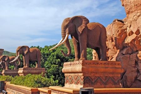 Статуи слонов в Lost City (Южная Африка) Фото со стока