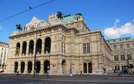 innere: Vienna, Austria - October 16, 2008  View of Vienna State Opera House  Staatsoper  at October 16, 2008 in Vienna, Austria