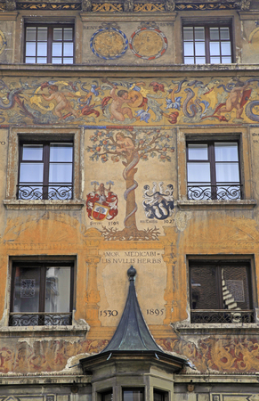Bello fresco viejo en edificio medieval en Lucerna, Suiza photo