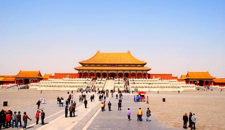 top 7: BEIJING, CHINA - 25 de marzo: La Puerta de la Armon�a Suprema en la Ciudad Prohibida, Beijing, China, en marzo 25,2010. La Ciudad Prohibida es la principal atracci�n tur�stica de China, atrayendo a m�s de 7 millones de visitantes al a�o.
