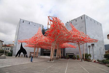 arte moderno: NIZA, FRANCIA - 14 de mayo de 2013: La arquitectura moderna del Museo de Arte Contemporáneo, importante referente cultural y turístico en Niza, Francia