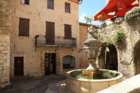 vence: Town square with fountain and medieval houses in Saint Paul de Vence, one of the oldest towns in Provence, France, famous town of painters and galleries Stock Photo