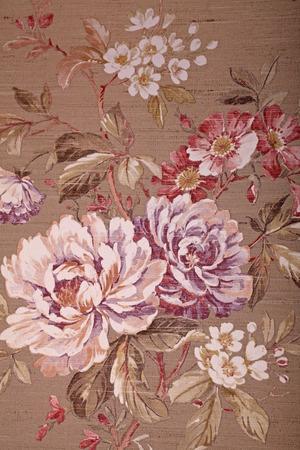 Vintage shabby chic bruine behang met veelkleurige bloemen Victoriaanse patroon