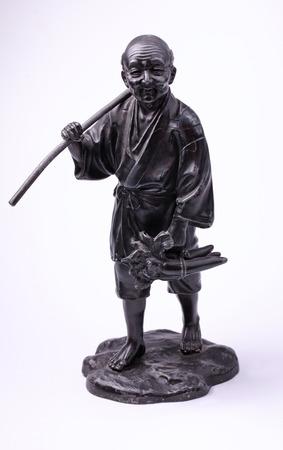campesino: De metal chino estatua de viejo campesino en el fondo blanco