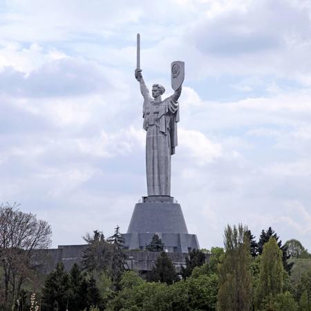 monumental: Monumental statue