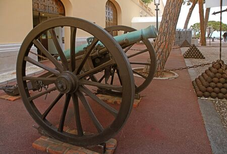 montecarlo: Cannon and cannon balls near Royal Palace, official residence of the Prince of Monaco, Monte-Carlo.