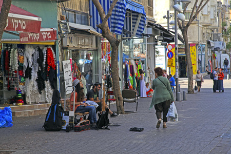 yaffo: TEL AVIV, ISRAEL - APRIL 3, 2016: People and street musicians at old Nahalat Binyamin district, Tel Aviv, Israel.