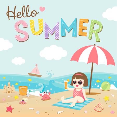 Hallo zomer, Gelukkig meisje op het strand met zeeschepsel