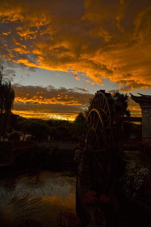 Sunset water truck 版權商用圖片