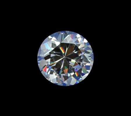 Briljante diamant op zwarte achtergrond.