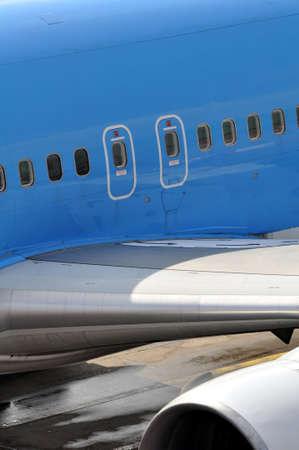 salidas de emergencia: Avi�n comercial: vista de las salidas de emergencia de overwing