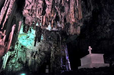 ギリシャ、クレタ島の印象的な Melidoni の洞窟