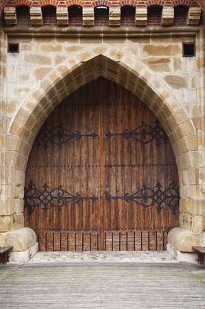 Gothic wooden door at medieval fortification in Krakow, Poland. 版權商用圖片 - 7869732