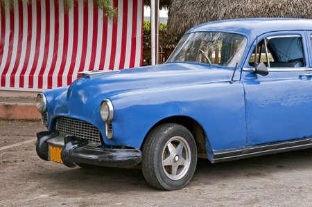 빈티지 자동차 쿠바, 하바나 근처 노화의 흔적을 보여줍니다. 스톡 콘텐츠