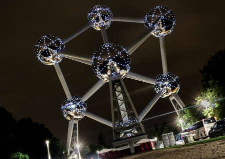 La photo de la nuit d & # 39 ; atomium à Banque d'images - 85916172