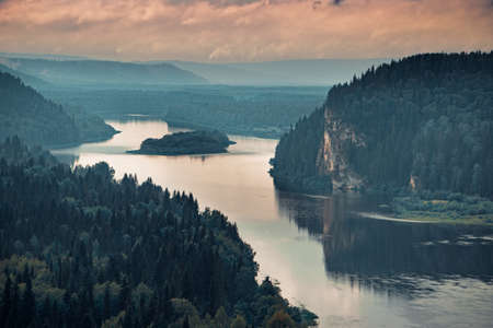 Landscape stretching into the distance of the river with a rocky shore Banco de Imagens