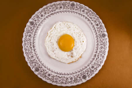 dieta: Fried egg in plate